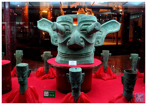 One Day Memorable Tour to Panda Base and Sanxingdui Ruins