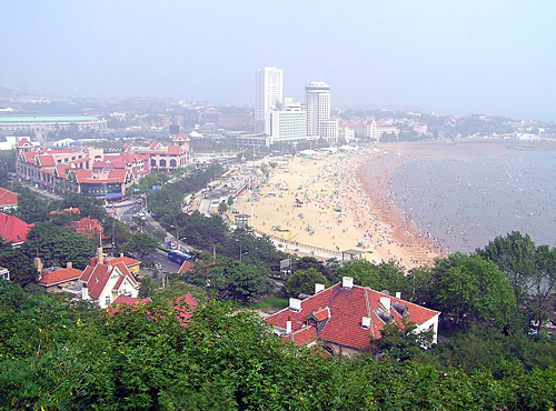 Spending some time on the nice beach is a good choice for Qingdao tours.