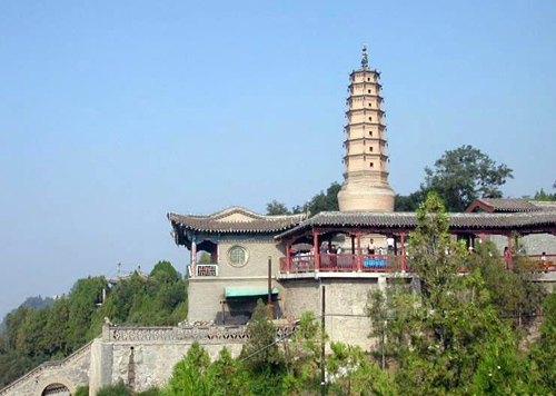 The White Pagoda Park is situated on the White Pagoda Hill which was named after the long-historied White Pagoda.
