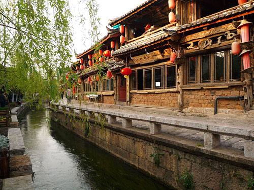 Lijiang Ancient Town is a must-see destination for Lijiang tours, Yunnan tours or Chinese ethnic tribe tours.