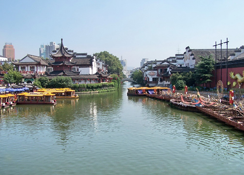 The Qinhuai River is one of the famous attractions in Nanjing.