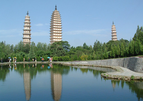 The Three Pagodas of Chongsheng Temple is one of the most famous attractions in Dali.