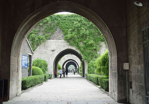 Zhonghua City Gate is the south city gate of the Nanjing City Wall as well as the largest existing castle-style city gate in China.