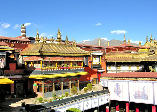 The Jokhang Temple of Lhasa is built in 647 and enjoys great fame in Tibet Autonomous Region.