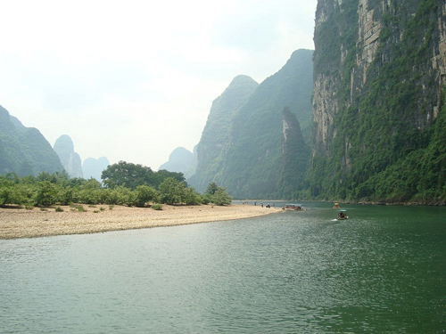 Li River winding from Guilin to Yangshuo is world famous for its clean water and Chinese painting-like scenery.
