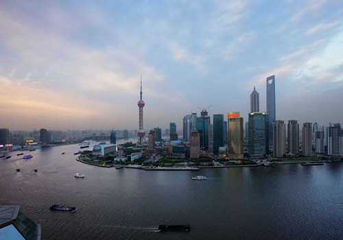 The Oriental Pearl TV Tower and the Bund are two must-sees in Shanghai, and cruising on the Huangou River is also a great enjoyment.