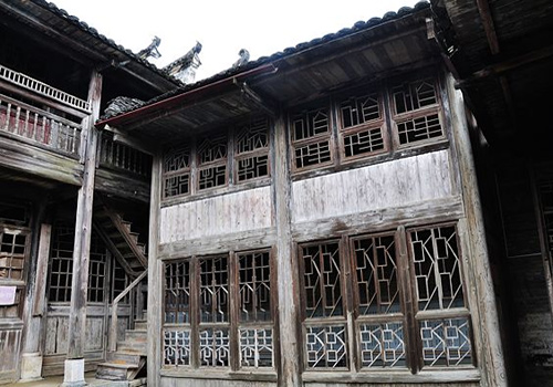 The traditional houses in Jiangtou Ancient Village are made of wood with exquisite wooden carvings.