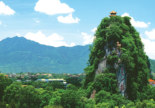 The Solitary Beauty Peak is located inside the ancient Mansion of Prince Jingjiang, near downtown Guilin.