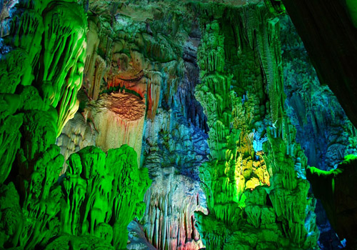 The karst rocks in the Reed and Flutr Cave appear in thousands of shapes.