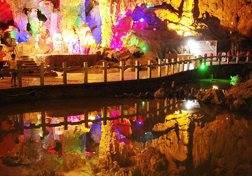 The Crown Cave is a karst cave with a history of more tahn 1000 years as well as one of renowned caves in Guilin.