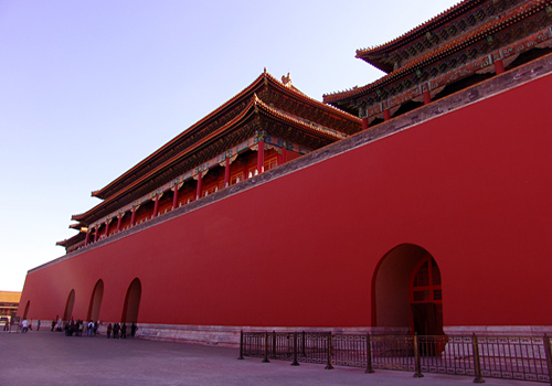 The Meridian Gate (Wu Men) is the main entrance of the Forbidden City.