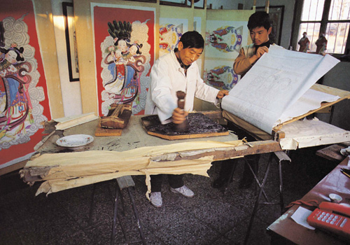 Yangliuqing New Year's paintings are wood engravings combined the woodblock printing with manual painting,Tianjin
