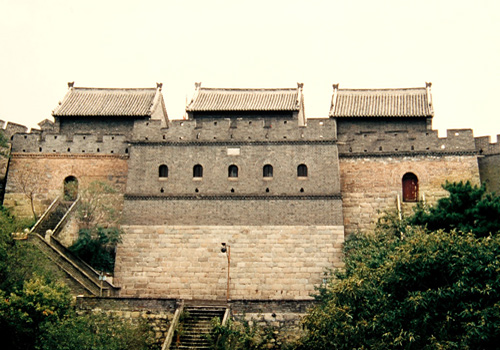 Watchtowers on Great Wall are usually built dozens of meters between walls.