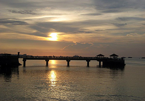 The Immortal Bridge of the silver bridge, the perfect scenery of sunset.