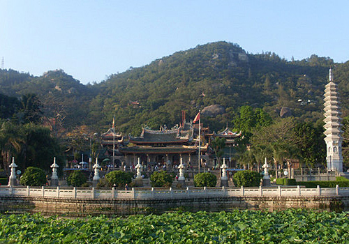 The South Putuo Temple is located at the foot of the Wulao Mountain