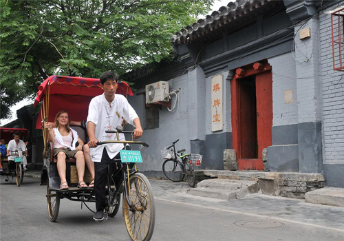 Visiting Hutongs by rickshaw in Beijing is a good way to touch Beijing local culture.