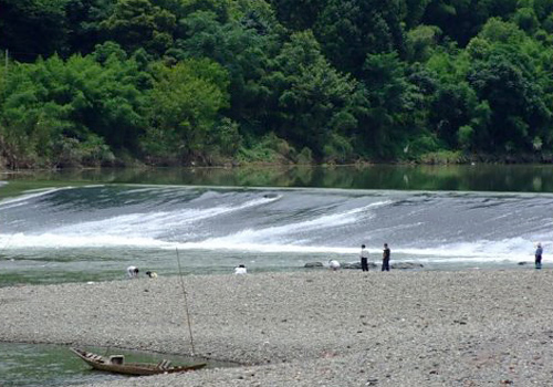 The Yuliang Dam in Huizhou Ancient Town has a history of hundreds' of years.