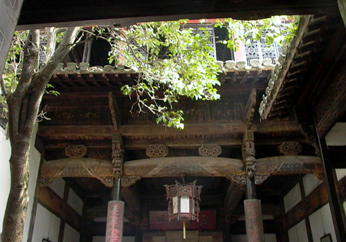 A house in Doushan Streey was built in traditional Chinese style with skylight.