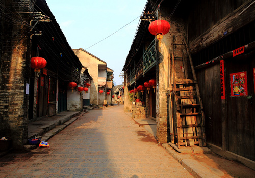 Xingping Anceint Town located by the Li River is an old town with a long history of over 1700 years.