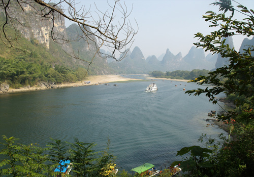 Cruise ships and bamboo rafts on Li River