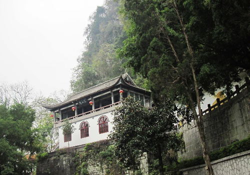 The Jianshan Temple located on the Green Lotus Peak is not only a historic site but also a viewing platform.