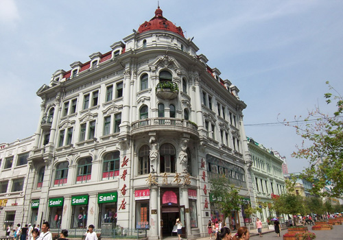 Education Bookstore is the biggest of Baroque as well as the mark of the Central Street.