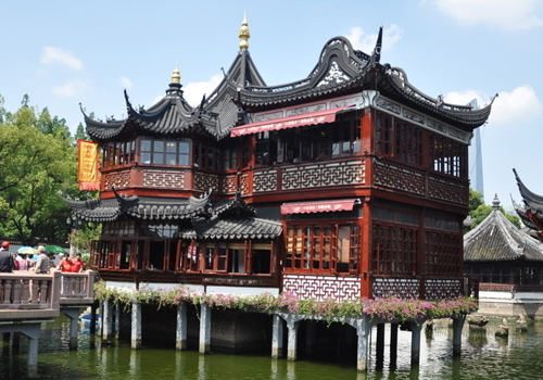 Yuyuan Garden is the style of Ming and Qing dynasties' gardening art.