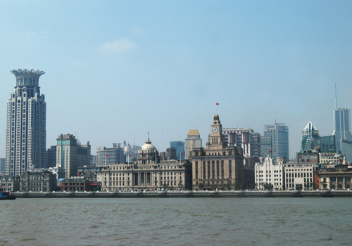 The Bund is located in the west bank of Huangpu River.