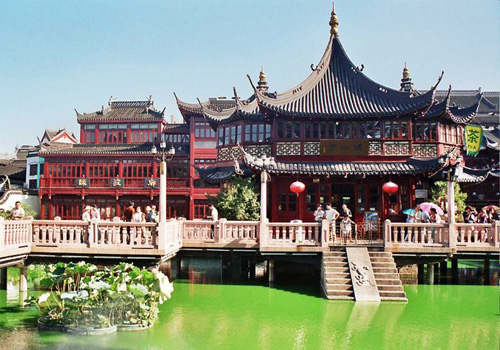 Town's God Temple of Shanghai is a main Taoism Temple in the city.