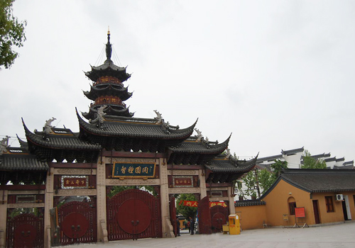 Longhua Temple is the oldest,largest and most majestic Buddhist temple in Shanghai.