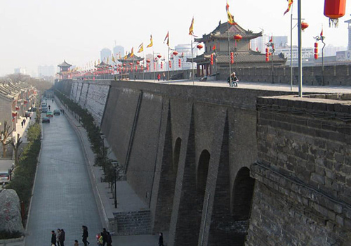 The oldest part of the Ancient City Wall of Xi'an has a history of more than 1000 years.
