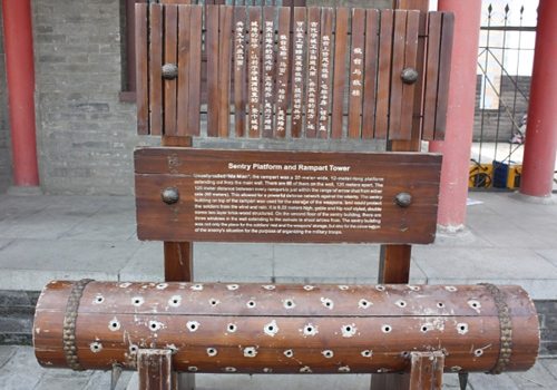 Chinese and English introduction to the ancient equipments on the Xi'an Ancient City Wall.