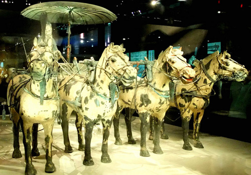 The exquisite chariots and horses displayed in the Museum of Mausoleum of Emperor Qinshihuang.