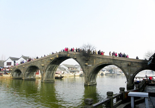 Fangsheng Bridge is the largest five-hole stone bridge in regions south of Yangtze River.