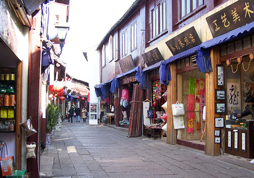 "North Street of the town boasts ""a mile-long street with a thousand shops""."