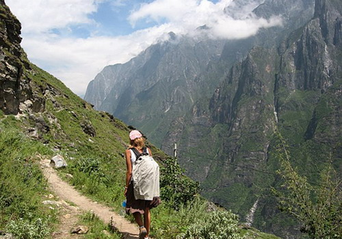 Tiger Leaping Gorge high path hiking, trekking on the mountains.