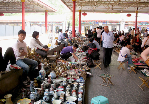 Panjiayuan Market is the largest antiques market in the country.