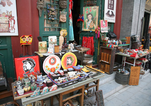 All kinds of antiques in the market,Beijing