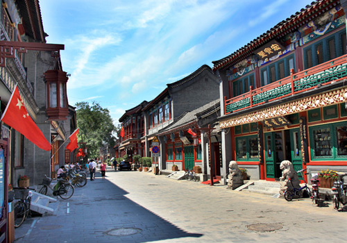Liulichang Cultural Street of Beijing is a famous street with a history over 200 years.