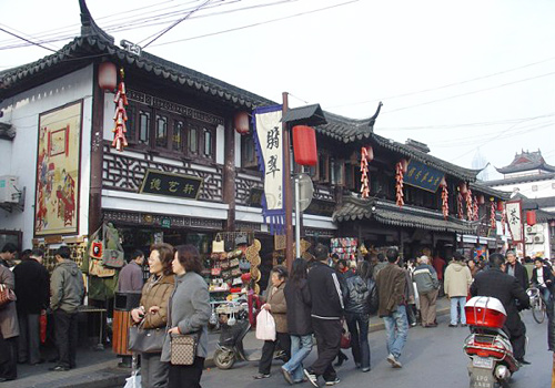 Muslim Street is a famous snack street in Xi'an.