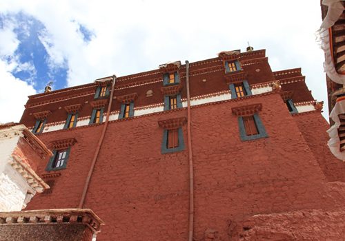 The outside of the Red Palace of Potala looks vivid against the sky.