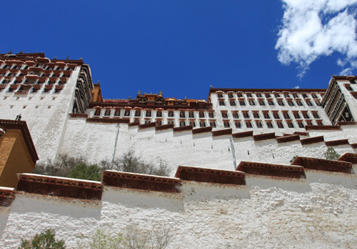 One side of the White Palace of Potala.