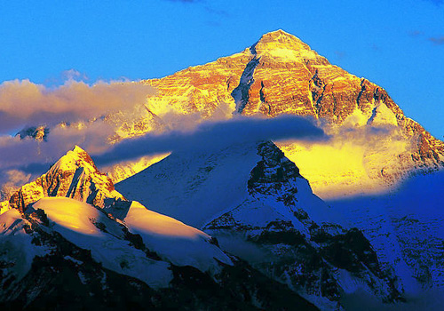 The mighty Mount Everest under the sun,Tibet
