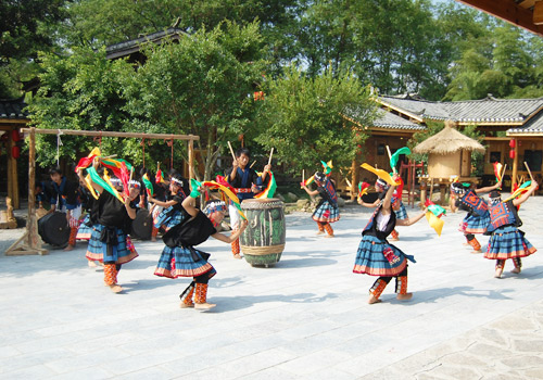 Dances with drum by Baiku Yao people,Guilin