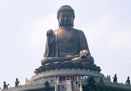 The posture of Tiantan Buddha is the one that Sakyamuni meditated under the bodhi tree.