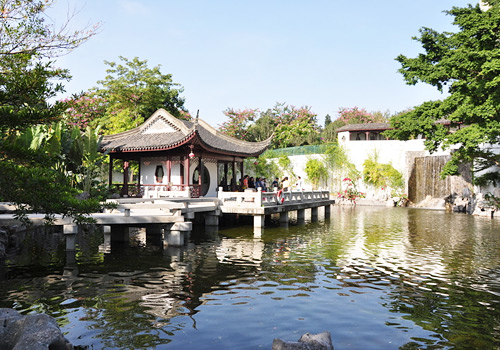 Kowloon Walled City Park of Hong Kong is a south Yangtze River style garden with the features of early Qing Dynasty.