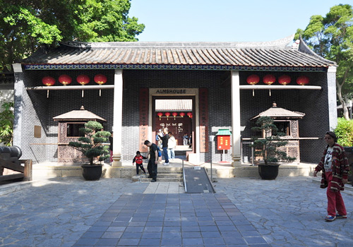 The Yamen is the government office of Qing Dynasty,and now it is the only existing ancient building in Kowloon Walled City Park.