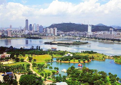 Nanhu Lake Park is a paradise for entertaining and relaxing of visitors of all ages in Nanning.