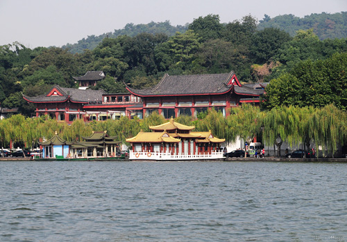 The pretty of the West Lake not only lies in the lake itself but also in the surrounded bridges, pavilions and dozens of matched hills.
