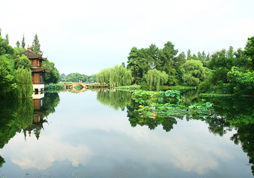 West Lake is considered a paradise on earth for thousands of years.